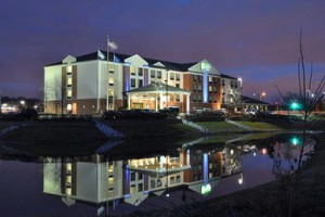 Holiday-Inn-Express-&-Suites---New-Berlin-WI--2
